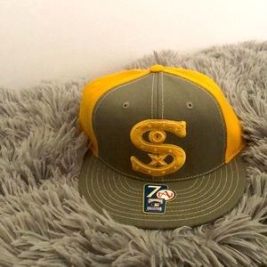 NWT Chicago White Sox youth hat